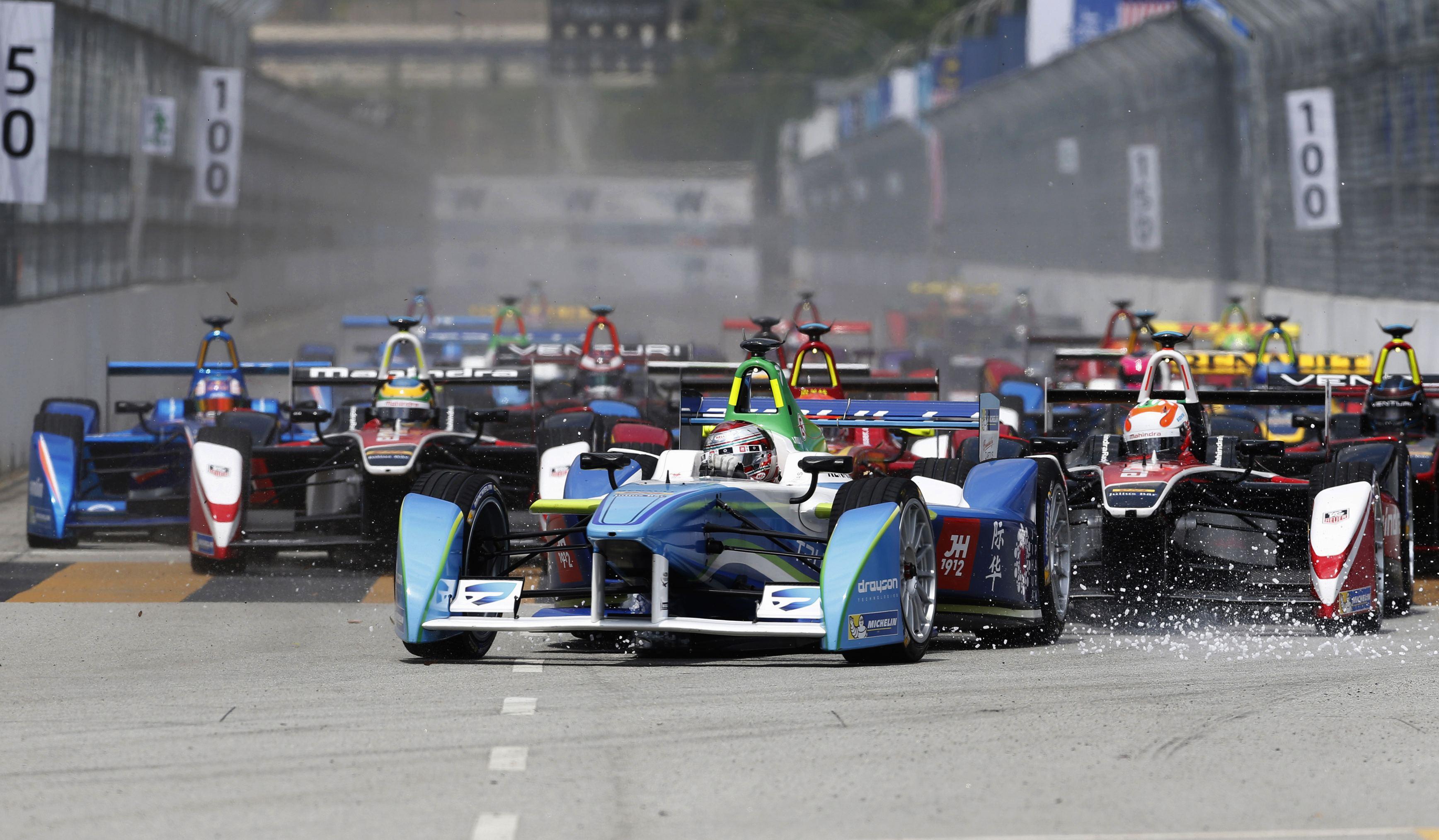 Bólidos de Formula E en Putrajaya